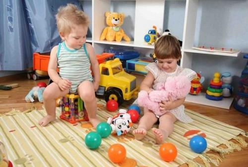 Современный ребенок и кружки
